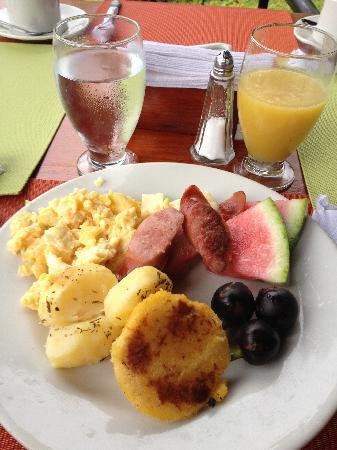 Decameron Decalodge Ticuna : Breakfast