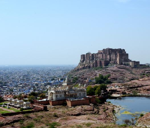 Shivam Paying Guest House: The White Palace with Fort Mehrangarh in the background