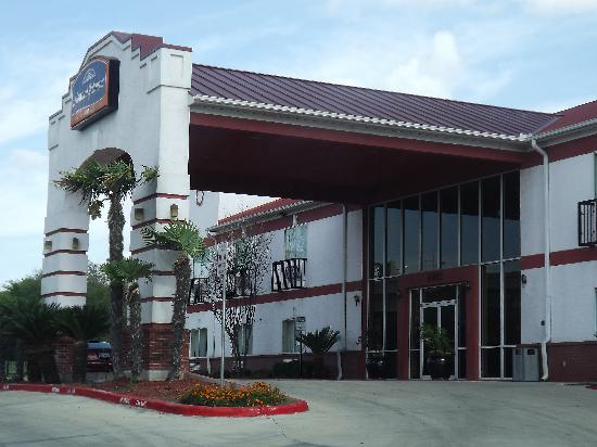Howard Johnson Inn and Suites Central San Antonio: front of building