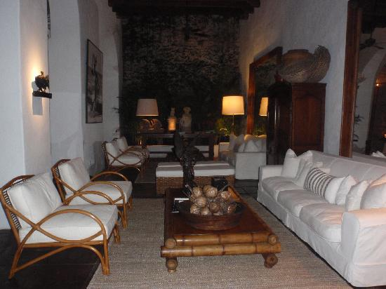 Agua Hotel : reception sitting area