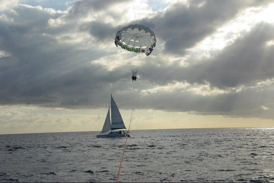 Flying Fish Parasail : flying over Katarina sail charters.
