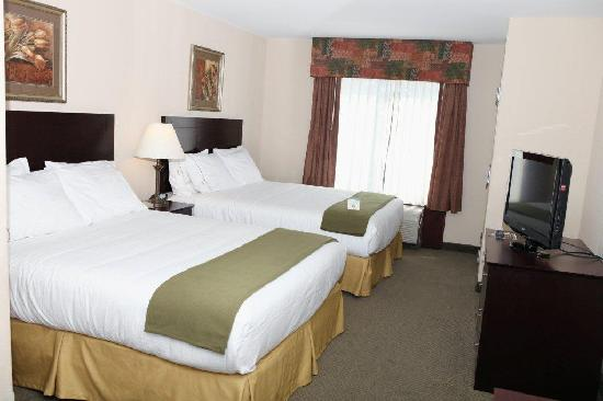 Holiday Inn Express & Suites - Medical District: Two Queen Guest Room