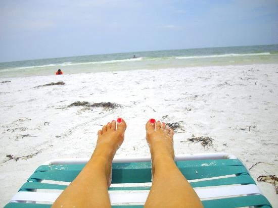 Beachpoint Resort Cottages : 10 steps to the #1 beach in the nation! Free lounge chairs for guests.