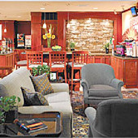 Staybridge Suites Lincoln I-80: It's nice to sit back and relax in the Great Room.