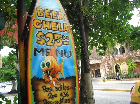 Pescaditos Cancun: sign on patio dining