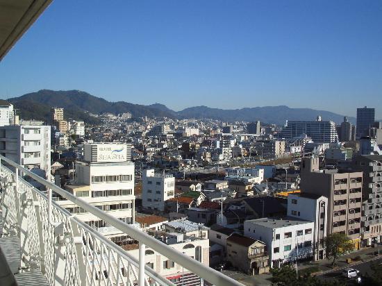 Seapal Suma: 部屋から六甲山をのぞむ