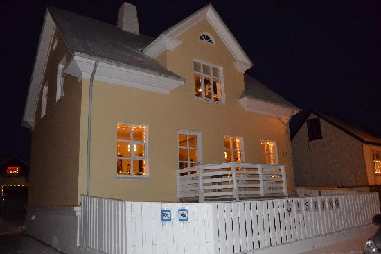 The Little Guesthouse by the Ocean : A December evening at Little Guesthouse by the Ocean