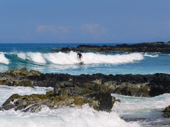 Makalawena/Pu'u Ali'i: The Surf Breaks Close To Shore - Perfect For Surfing!