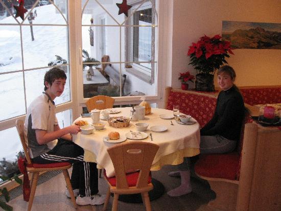 Garni Hotel la Bercia: Our own table