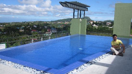 One Tagaytay Place Hotel Suites: at the pool deck