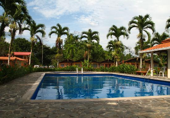 Eco Arenal Hotel: La piscina, una delicia