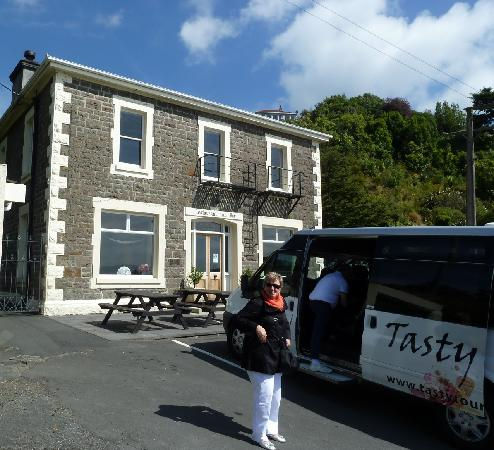 Tasty Tours: The famous Carey Bay Hotel