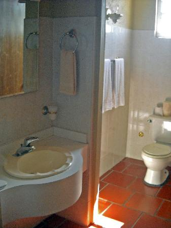 WesternBay Boqueron Beach Hotel: bathroom area