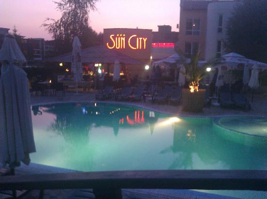 LION Hotel Sunny Beach: Pool and bar