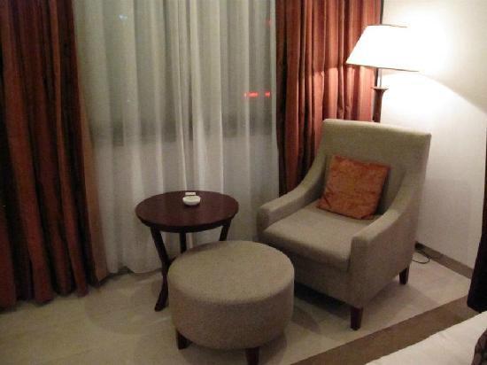 Shichang Huatian Holiday Hotel: sofa