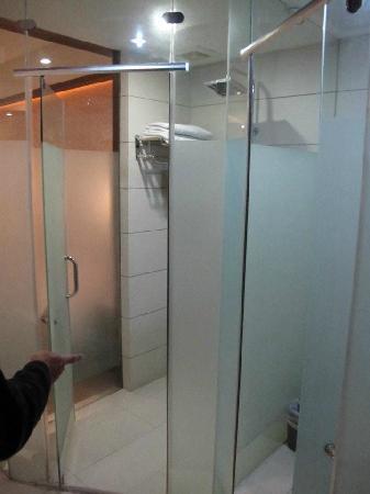 Shichang Huatian Holiday Hotel: shower