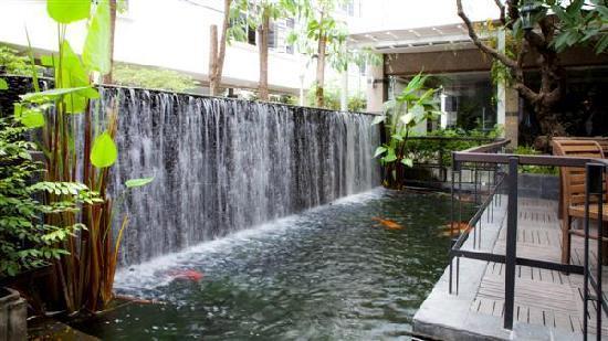 Trang Hotel Bangkok: Waterfall