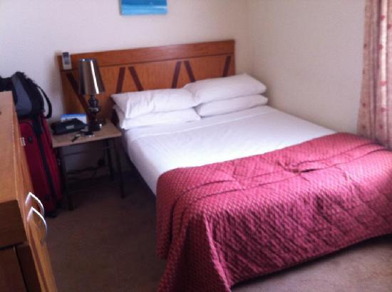 Perouse Lodge: double bedroom