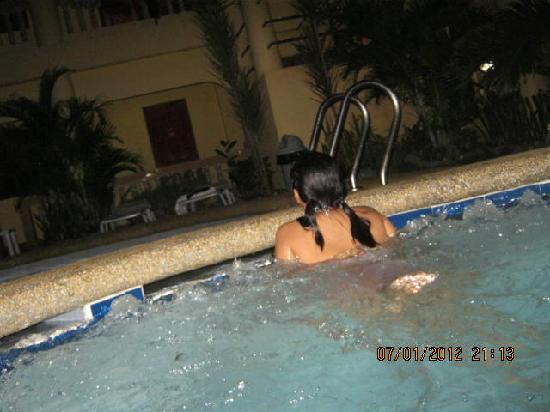 Cherrys @ Home Too Inland Resort: Jacuzzi (though not hot, is pleasant to stay at and relax)