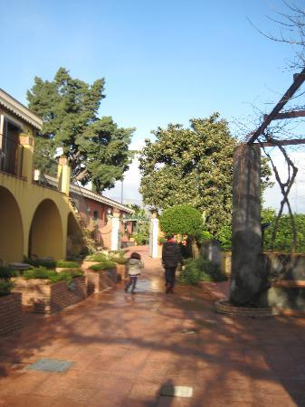 La Terra del Mezzo: walking towards the dining room
