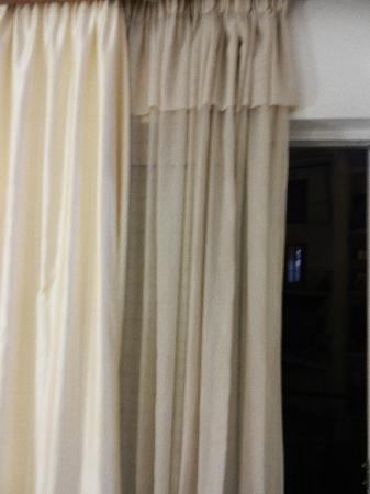 Balasca Hotel: Curtains with a tone of dust