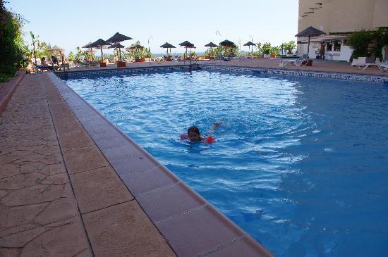 Apartamentos Chinasol: Swimming pool