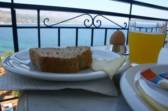 Hotel Andromeda: Frukost och utsikt bakom