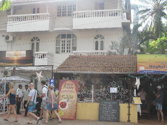 Villa Sol Areia: View of hotel and restaurant(Mughal Durbar) from road