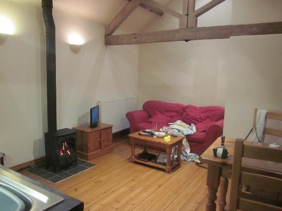 Coombe Barn Holidays: Badger cottage- Living area