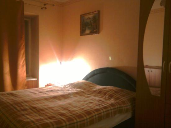 To-ma Apartments: comfortable double bed