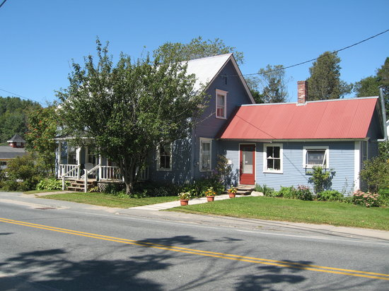 Hollyberry's Bed & Breakfast: Front of the B&B