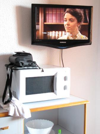 Apartamentos La Caseta: TV view