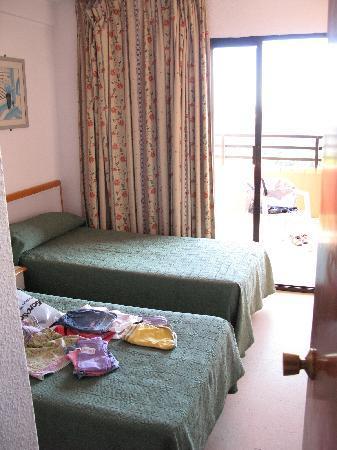 Apartamentos La Caseta: bedroom