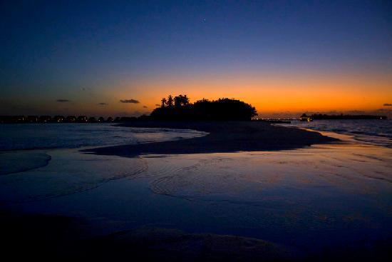 COMO Cocoa Island: Sunset