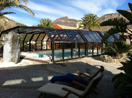 Hotel Rural Las Tirajanas: The swimming pool which was only heated at the weekends