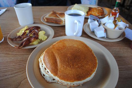 Ludlow Motel: Breakfast at Route 66 Cafe