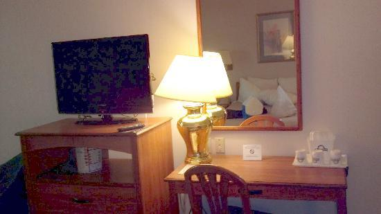 Days Inn Wilmington/newark: Television