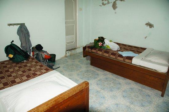 Nylon Hotel : depressing..