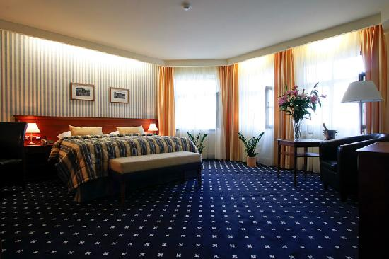 Golf Hotel Morris: ... just look at the BED!!!