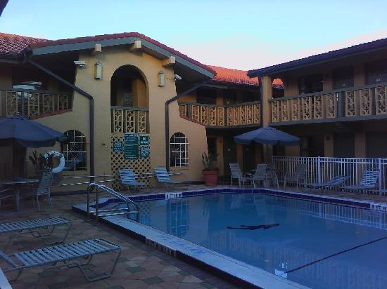 Days Inn & Suites Altamonte Springs: Sunrise last day at Days Inn