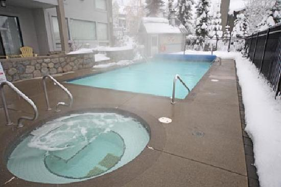 Greystone Lodge: Outdoor Hot Tub and Pool
