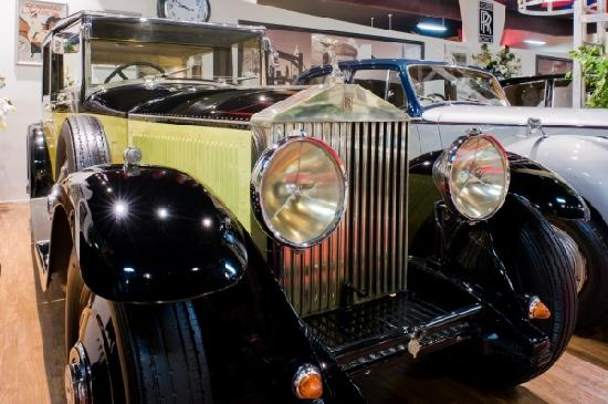 West Bay, เกาะแกรนด์เคย์แมน: 1952 Rolls Royce Silver Wraith at The Cayman Motor Museum
