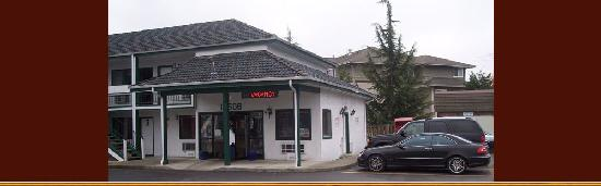 Sumner Motor Inn: Front of Motel