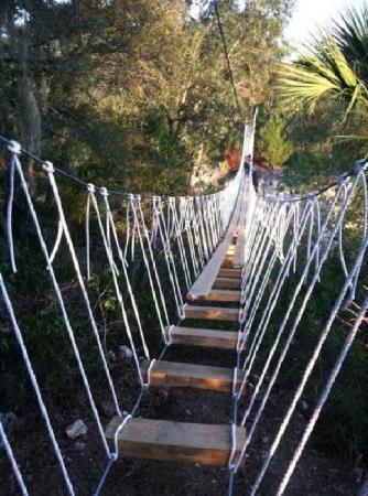 Howard Johnson Inn - Ocala: The Canyons Zipline and Canopy Tours traverse rope bridges