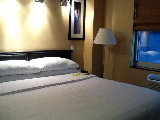Four Points by Sheraton Manhattan SoHo Village: Comfy bed for a great night's sleep