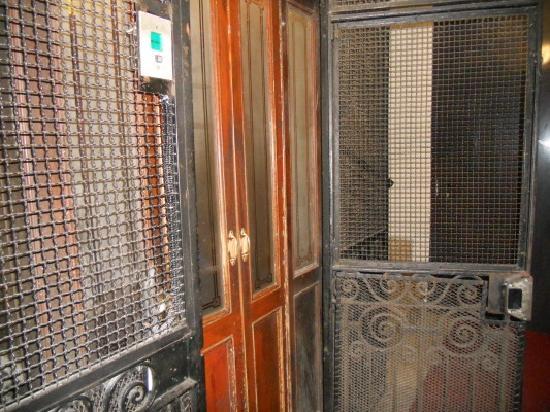 antieke lift ca.1900 hotel giorgi