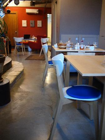 Peradays: Lobby and breakfast area
