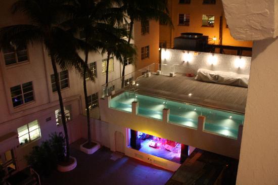la piscina in notturna - Picture of Hotel Breakwater South Beach ...