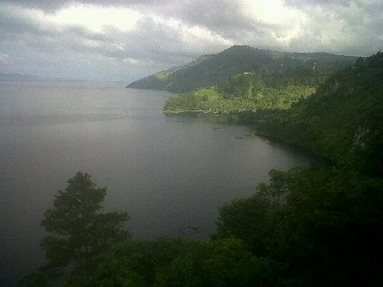 Inna Parapat : What a stunning view....the Lake Toba