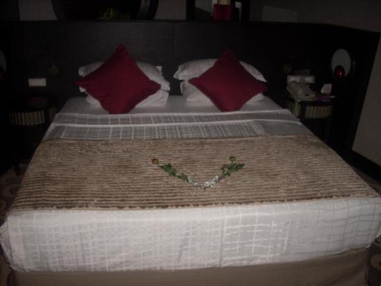 Cornelia Diamond Golf Resort & Spa: Honeymoon bed